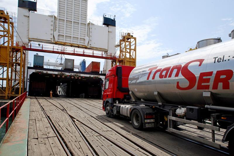В порту Чорноморська на 87% збільшили обробку сільгосптехніки та автотранспорту