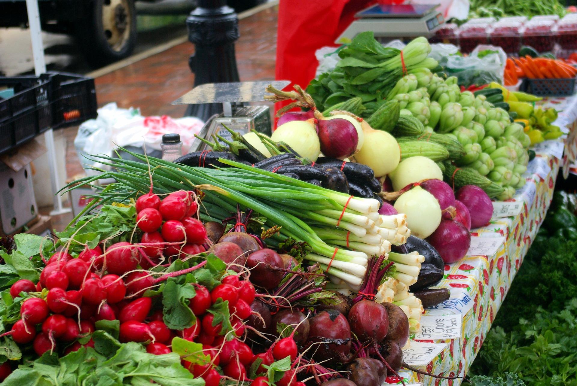 Ціни на ранні овочі залишаться високими до початку літа — експерти