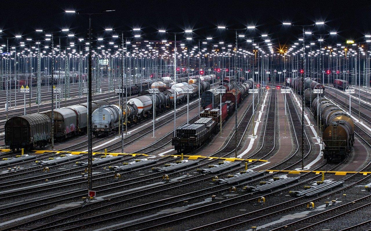 Незабаром на залізничних коліях з'явилися перші приватні локомотиви — Мінінфраструктури