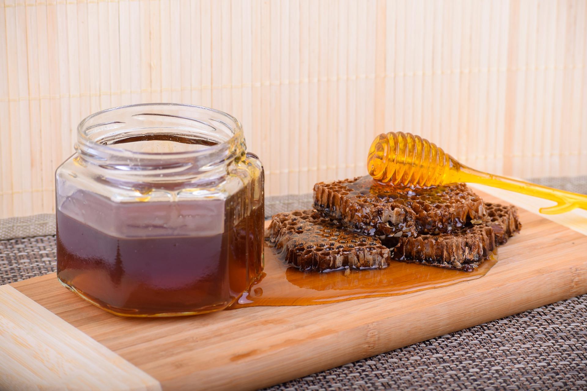В Україні розпочалась відкачка соняшникового меду