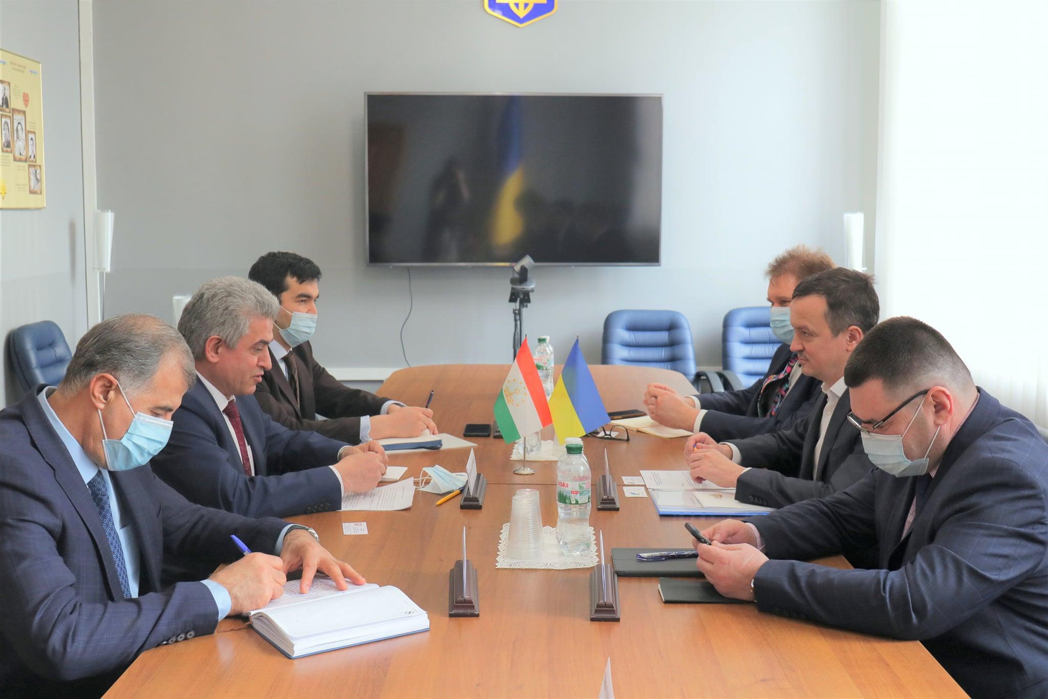 Петрашко: Україна зацікавлена у збільшенні двостороннього торговельного обороту з Таджикистаном