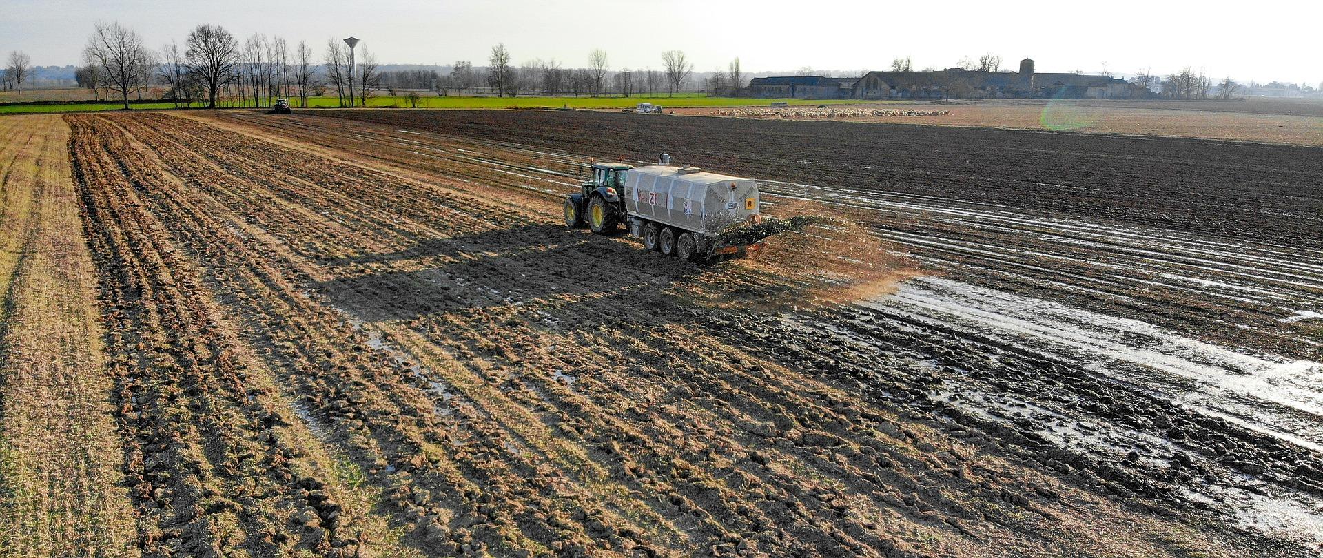 «Баришівська зернова компанія» почала вносити міндобрива