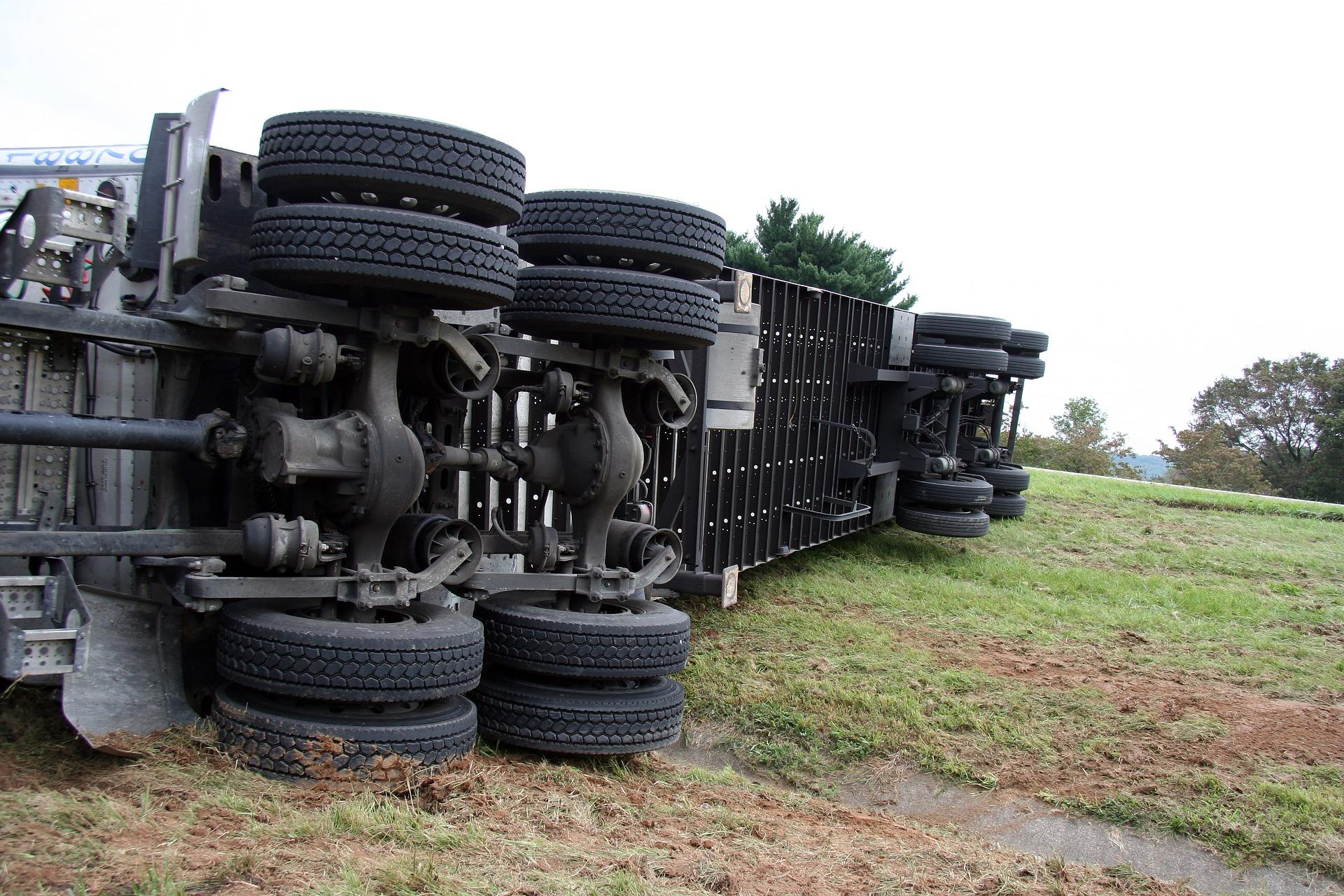 На Харківщині через загоряння вантажівки із зерном загинув водій