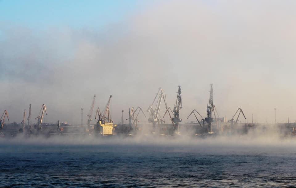 У трьох морпортах України обмежені вантажні операції з зерновими