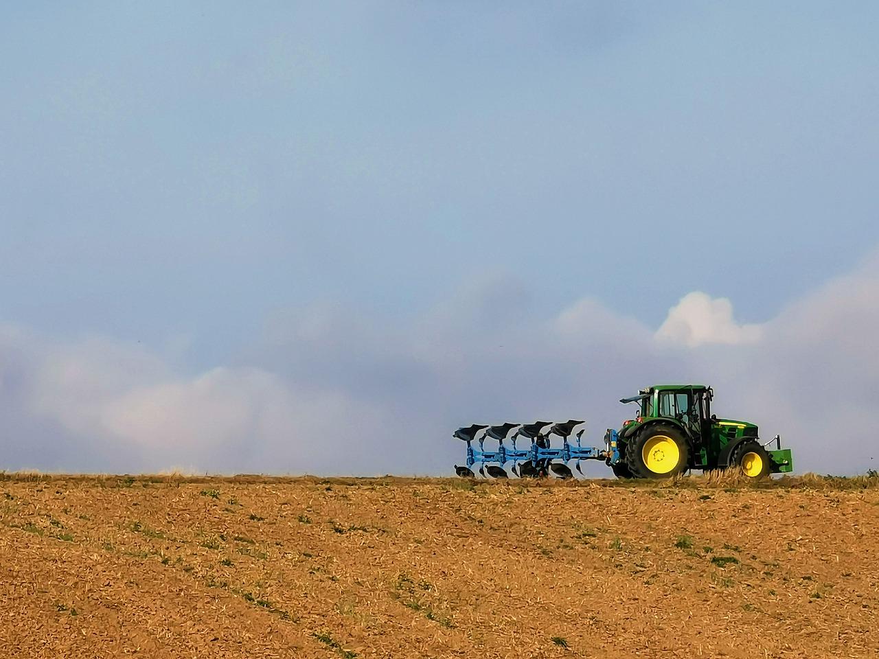 Всі процедури щодо передачі землі громадами необхідно завершити до кінця року — Зеленський