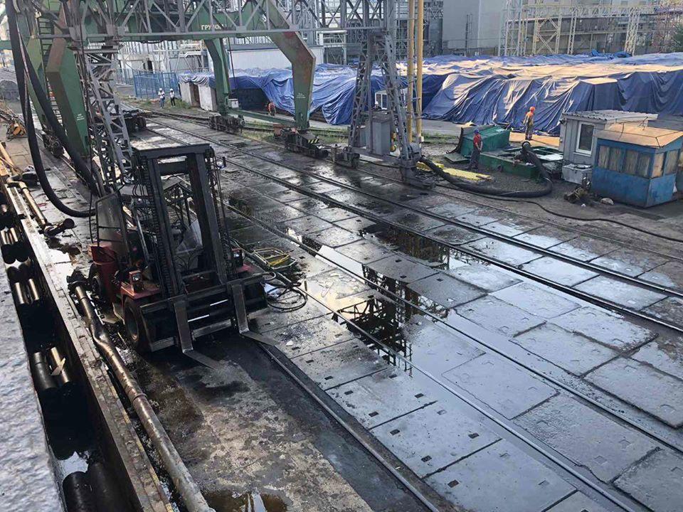 Миколаївська філія ДП «АМПУ» ліквідувала розлив олії в акваторії порту