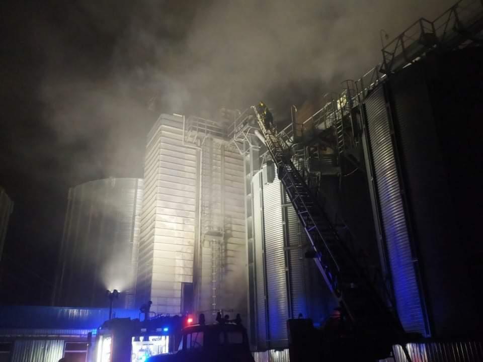 На Вінниччині сталася масштабна пожежа на елеваторі