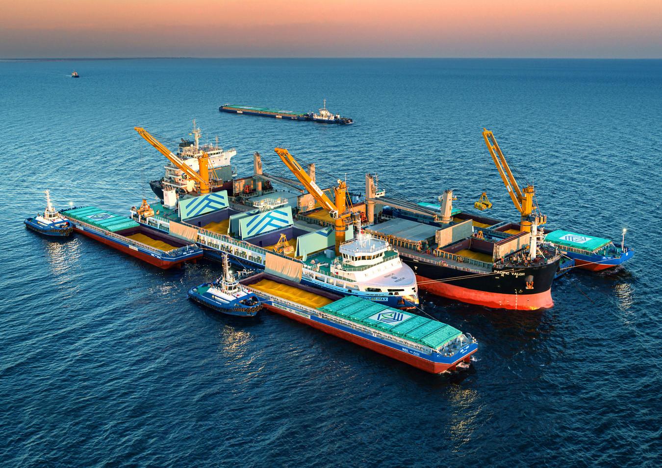 Самохідний плавкран «Нібулону» перевантажив на експорт 3,5 млн тонн сільгосппродукції