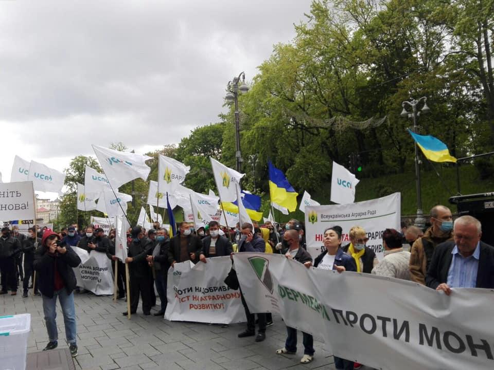 Аграрії вийшли під Кабмін на акцію протесту проти монополізації ринку добрив