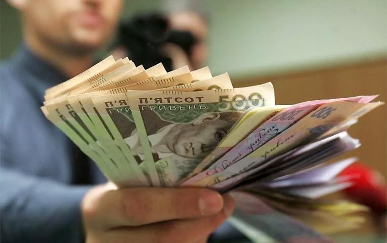 Ріст мінімальної зарплати: хто виграє?