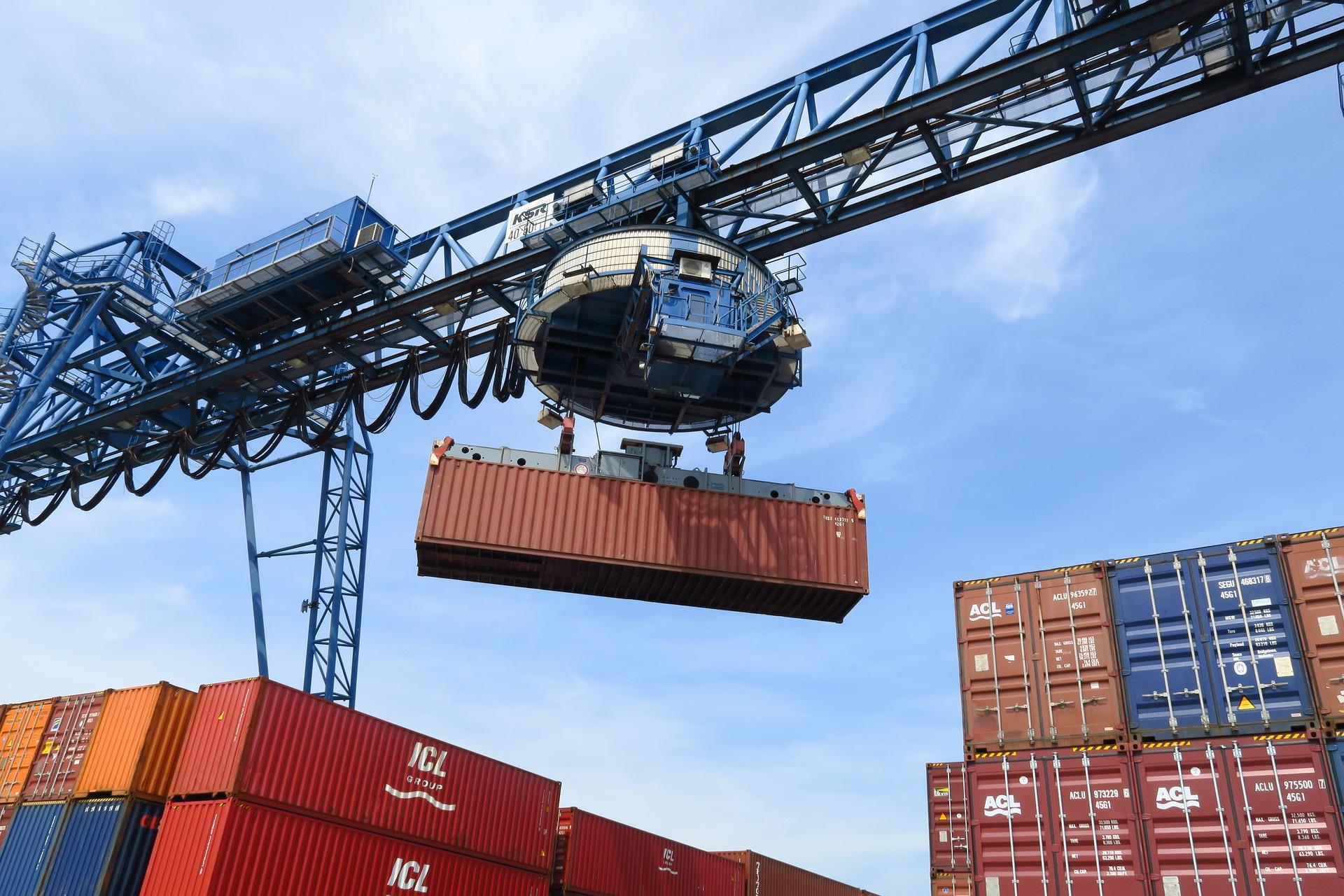 Відвантаження зернових з портів України скоротилися на 44%