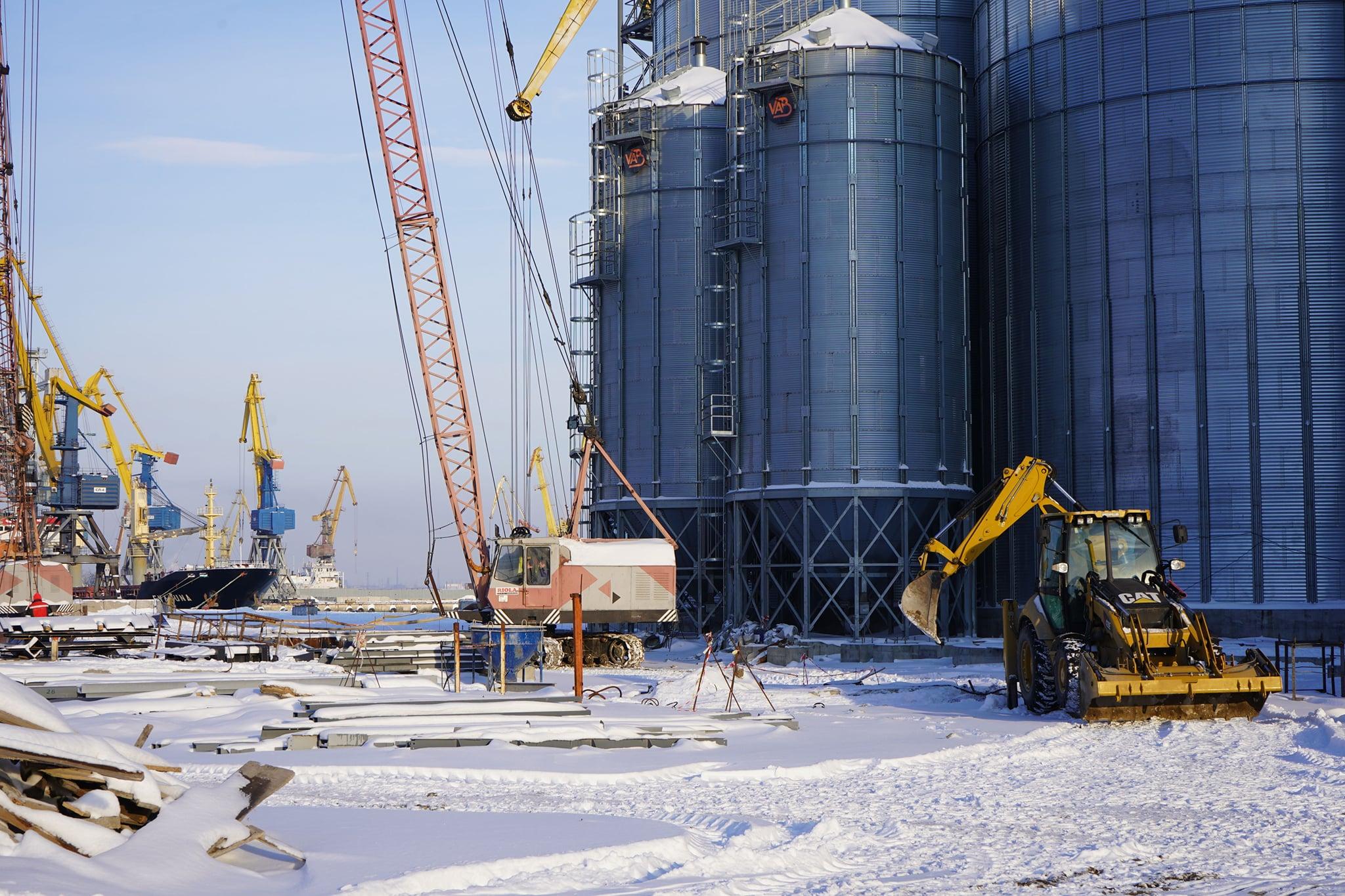 В Маріупольському порту будівництво зернового комплексу завершать до початку сезону